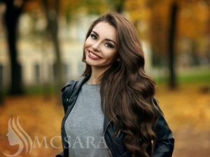 HOW TO KEEP YOUR HAIR LOOK GORGEOUS IN AUTUMN?