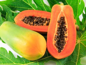 Papaya mask for shiny and healthier hair